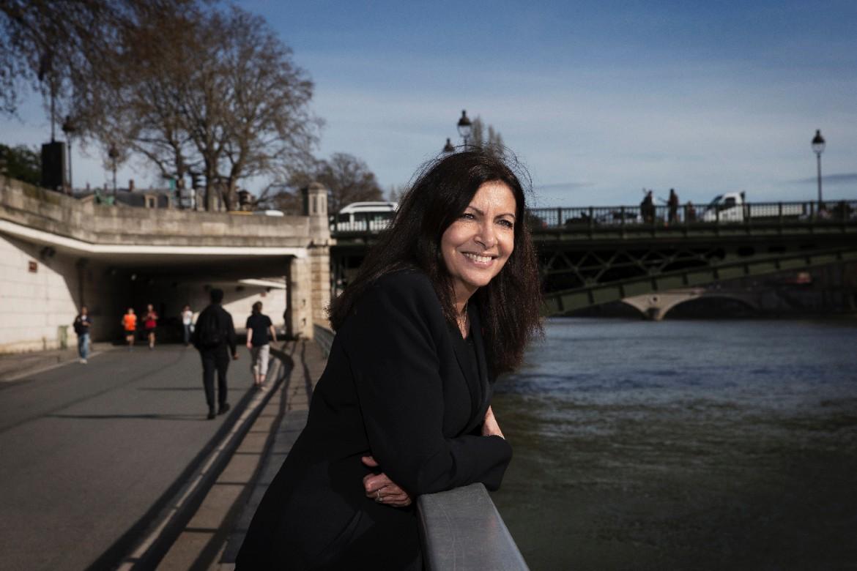 Paris : Anne Hidalgo achète 10 000 panneaux sens interdit pour bloquer la rive droite