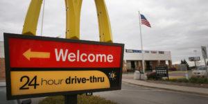 Technologie : une voiture autonome fait demi-tour en arrivant au McDrive