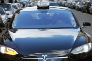 Paris : le 1er taxi à mettre ses clignotants observé depuis 2010