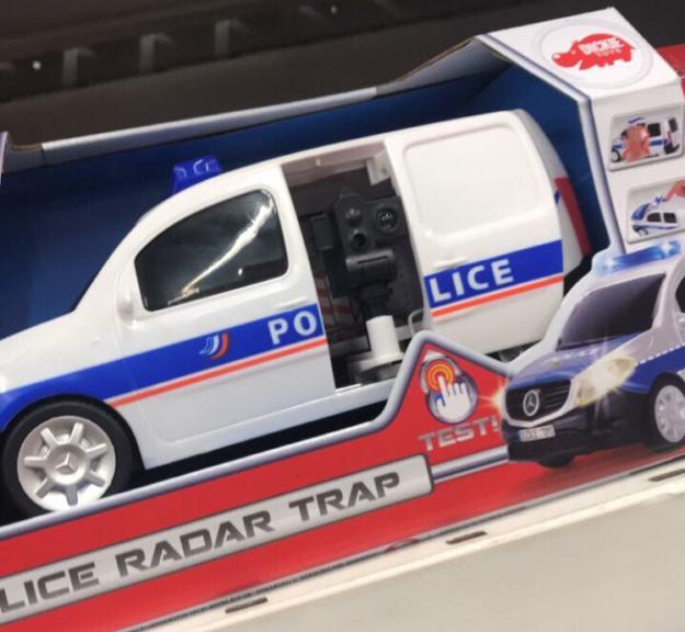 Scoop : L'Elysée offre une voiture de police comme jouet de départ à Alexandre Benalla